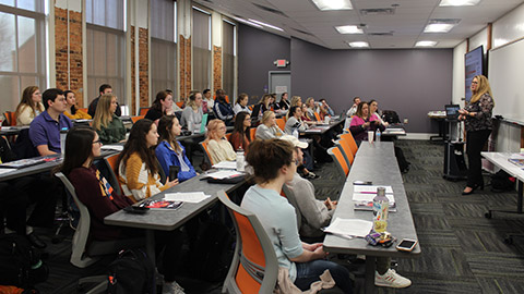 "<h2 dir=""ltr"">Canon Supports Next Generation of Content Creators through Print Curriculum at Clemson University</h2>"